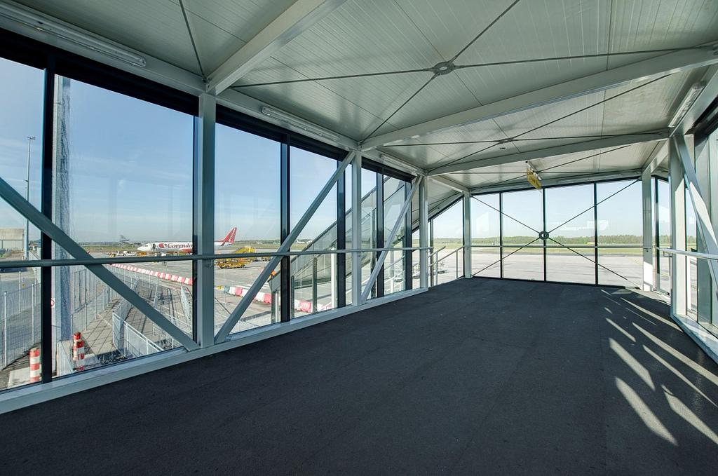 Verlichting brug Eindhoven Airport |